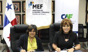 Firman contrato que fortalecerá la enseñanza del idioma inglés